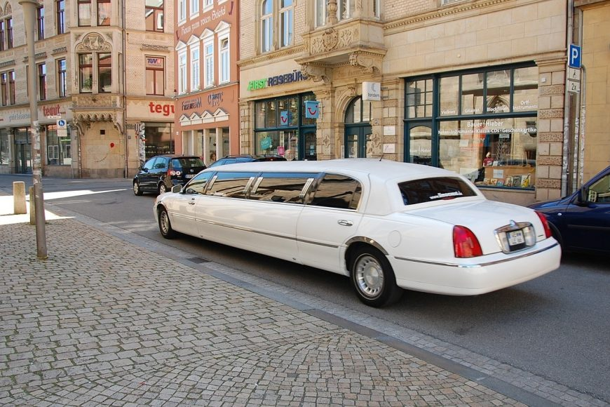 5 Reasons To Hire A Limo
